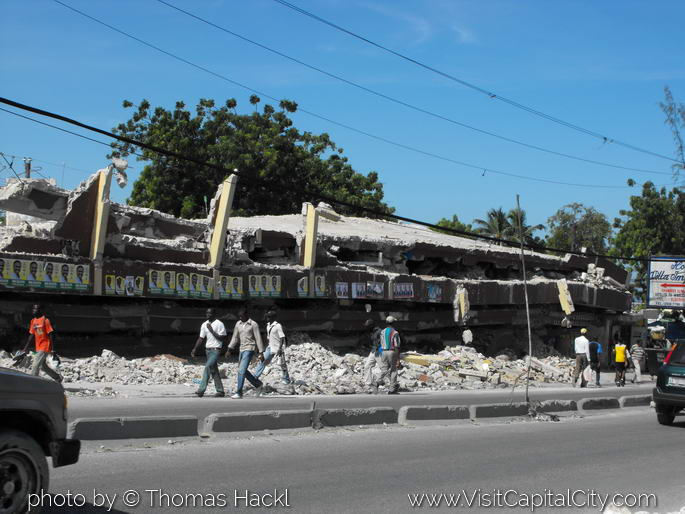Collapsed building, Port au Prince
